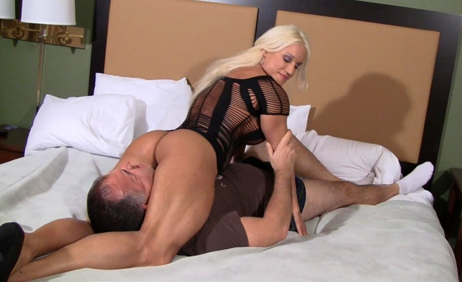 Sex of guy getting his soft dick