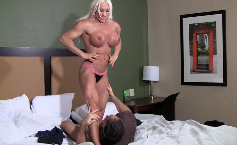 Muscled Blonde Milf With Big Boobs Ashlee Chambers Takes Off Naughty America 1